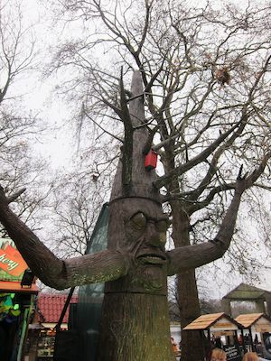 The talking tree at Winter Wonderland 2011